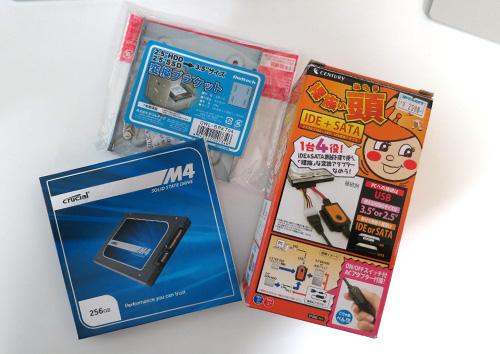 SSDとIDE+SATAケーブルと変換ブラケット
