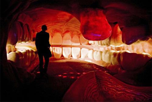 巨人に食べられた気分を味わえる?進撃の巨人的人体空間を堪能できるオランダ「コルプス博物館」   カラパイア