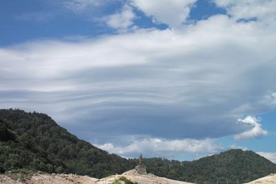 恐山に広がるでかい雲