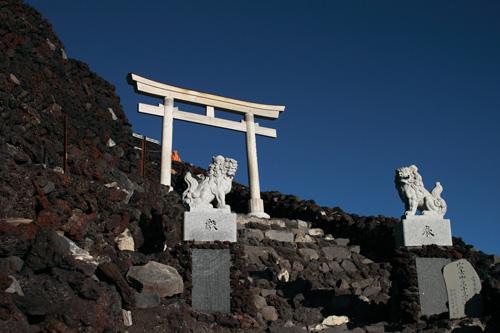 富士山の頂上前の鳥居
